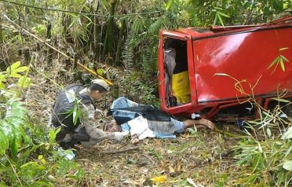 O carro caiu numa ribanceira (foto: Dilvulgação
