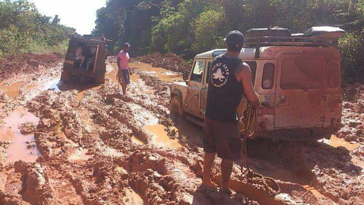Foto de 2014 foi divulgada como se fosse de 2017 e moradores desmentem falsa notícia, mas confirmam que a via está bem esburacada.