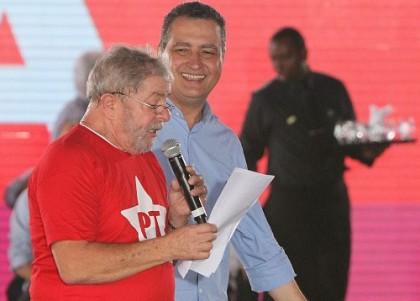Rui, na foto ao lado de Lula, critica o que chamou de condenação sem provas.