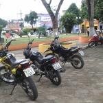 UBAITABA: MOTOTAXISTAS TOMAM CONTA DO ESTACIONAMENTO DA PRAÇA 27 DE JULHO E PREJUDICAM COMÉRCIO