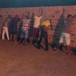 POLÍCIA APREENDE PISTOLA E DROGAS DURANTE FESTA E DETÉM 34 PESSOAS NA BAHIA