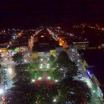 UBAITABA: PRAÇA 27 DE JULHO E LAGO FERNANDO LONA TÊM ILUMINAÇÃO DE NATAL INAUGURADA