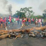 IBIRAPITANGA:   MST  FAZ PROTESTO NA BR-101 ANTES DO JULGAMENTO DE LULA