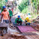 PREFEITURA DE ITACARÉ REALIZA OBRAS DE PAVIMENTAÇÃO DA RUA DO CANAL