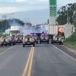 GREVE DE CAMINHONEIROS: PRF E BATALHÃO DE CHOQUE ENTRAM  EM CONFLITO COM MANISFESTANTES NA BR-101