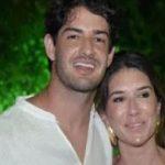 JOGADOR E FILHA DE SILVIO SANTOS ASSUMEM ROMANCE EM TRANCOSO NO LITORAL DA BAHIA