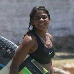 CAMPEÃ DE SURF MORRE EM PRAIA DE FORTALEZA APÓS SER ATINGIDA POR RAIO