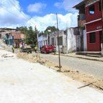 MAIS RUAS DE TABOQUINHAS ESTÃO SENDO BENEFICIADAS COM OBRAS DE PAVIMENTAÇÃO