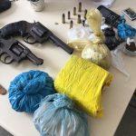 ARMAS E DROGAS FORAM ENCONTRADAS NA  CARCERAGEM DA  DELEGACIA DE AURELINO LEAL