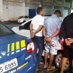 CAMACAN: TRÊS HOMENS SÃO PRESOS EM VEÍCULO ROUBADO DE LOCADORA