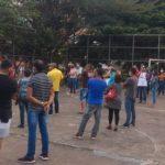 UBAITABA: COMERCIANTES INSATISFEITOS  COM A PREFEITA,  PROTESTAM CONTRA FECHAMENTO DO COMÉRCIO POR 15 DIAS