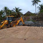MARAÚ: MAR AVANÇA NA PENÍNSULA E EMPRESÁRIOS CONSTROEM BARREIRAS  DE CONTENÇÃO