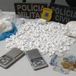 POLÍCIA DE MARAÚ APREENDE QUASE 1 KG DE COCAÍNA EM BARRA GRANDE