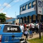 POLICIAIS CIVÍS PARALISAM ATIVIDADES E ENTREGAM AS ARMAS EM FORMA DE PROTESTO