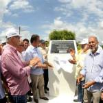 RUI ENTREGA TRECHO RECUPERADO DA BA-375 EM CALDEIRÃO GRANDE
