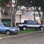 UBAITABA: CARROS SÃO FLAGRADOS ESTACIONADOS NO CANTEIRO CENTRAL EM AVENIDA