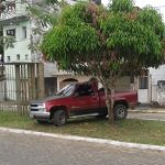 UBAITABA:CANTEIRO CENTRAL VIRA ESTACIONAMENTO NA AV. ORLANDO MAGALHÃES