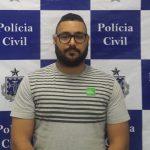 FALSO POLICIAL É PRESO COM VEÍCULO ROUBADO; DONA DO CARRO TAMBÉM É INVESTIGADA
